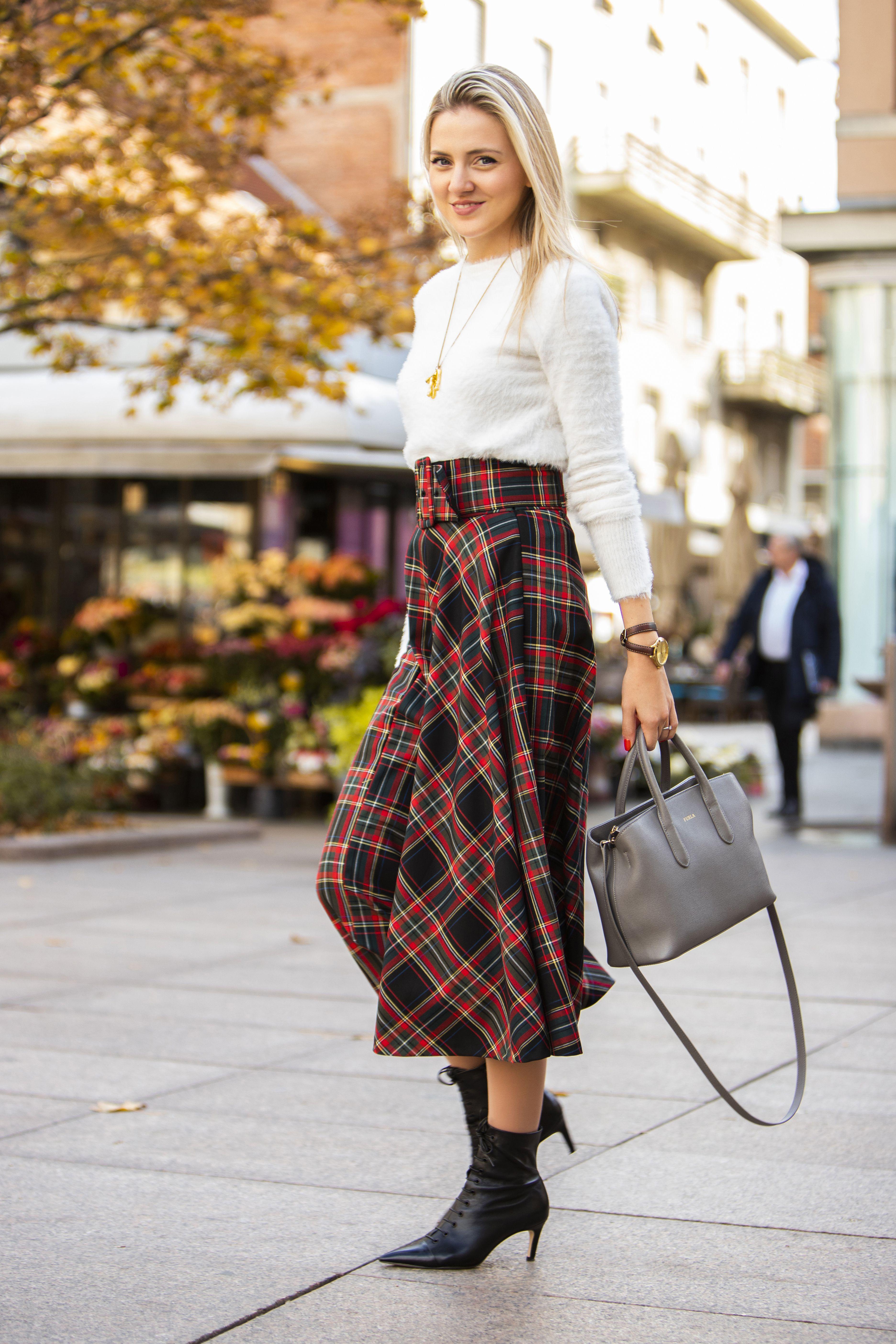 Outfitima ove zgodne i uspješne dame uvijek se veselimo, a ovog puta pokazala je otkačen poslovni styling
