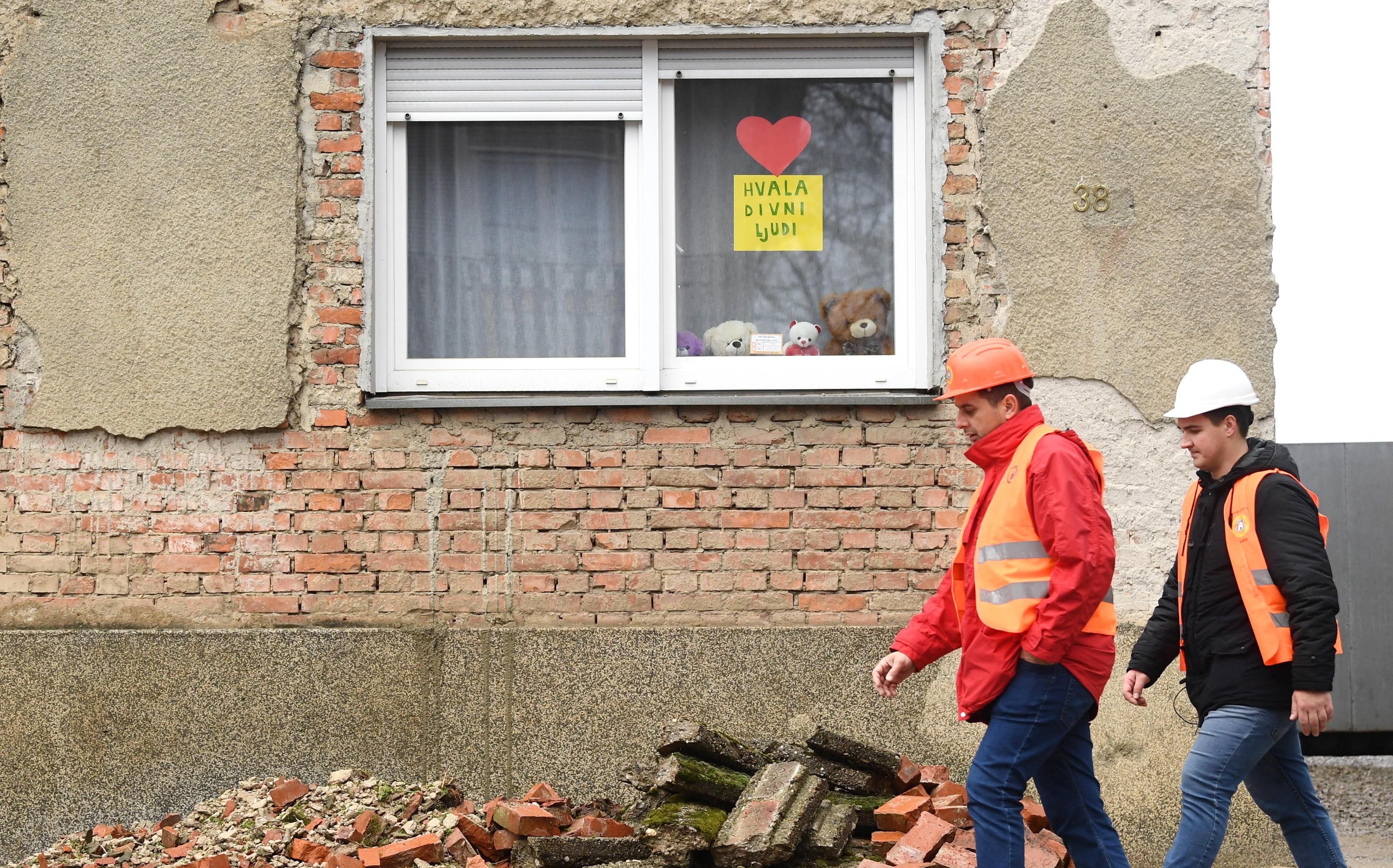 Poruka na prozoru u Petrinji koja pokazuje koliko pomoć znači stradalima u potresu: 'Hvala, divni ljudi'