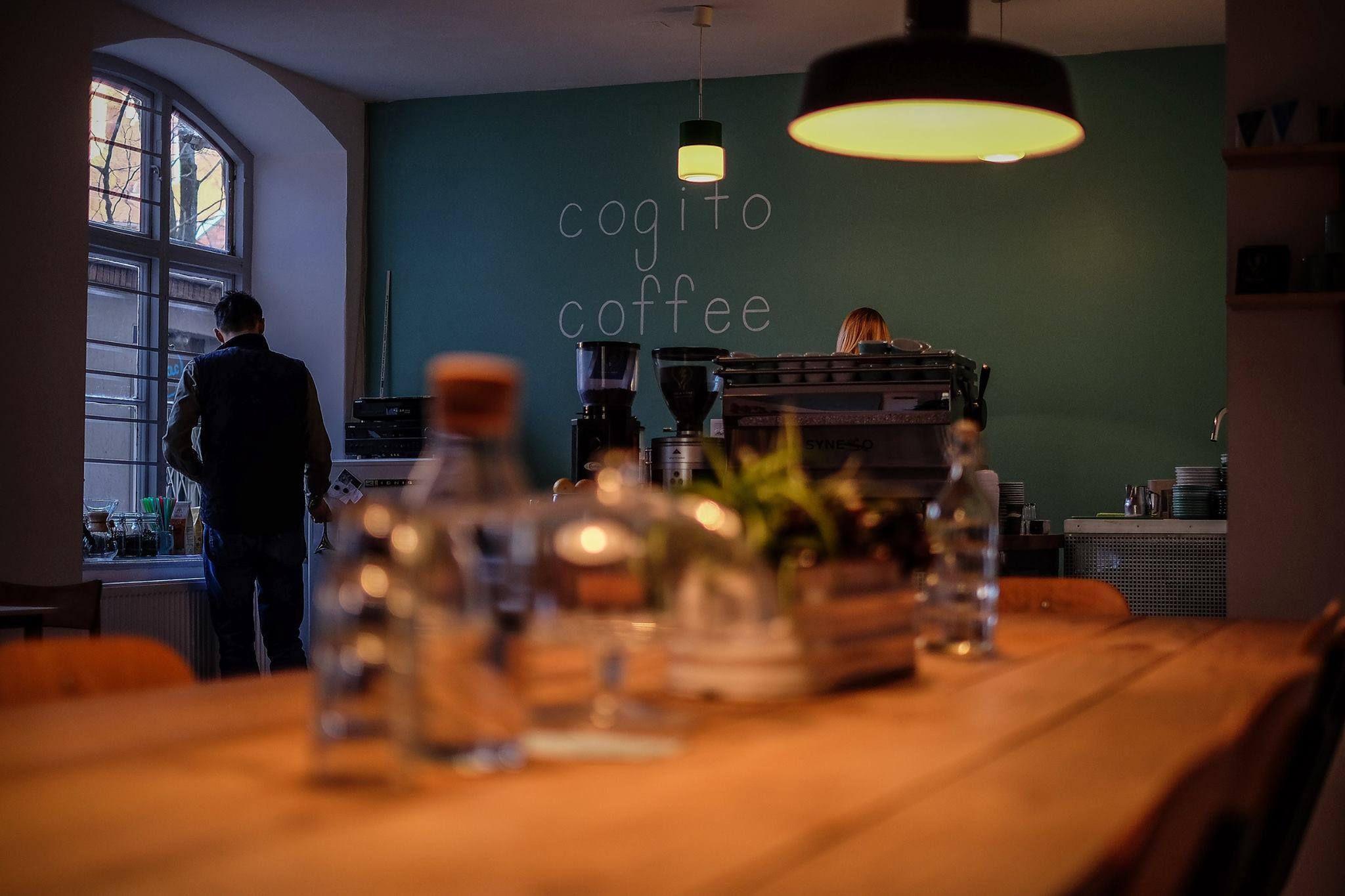 U prolazu: Cogito Coffee Shop