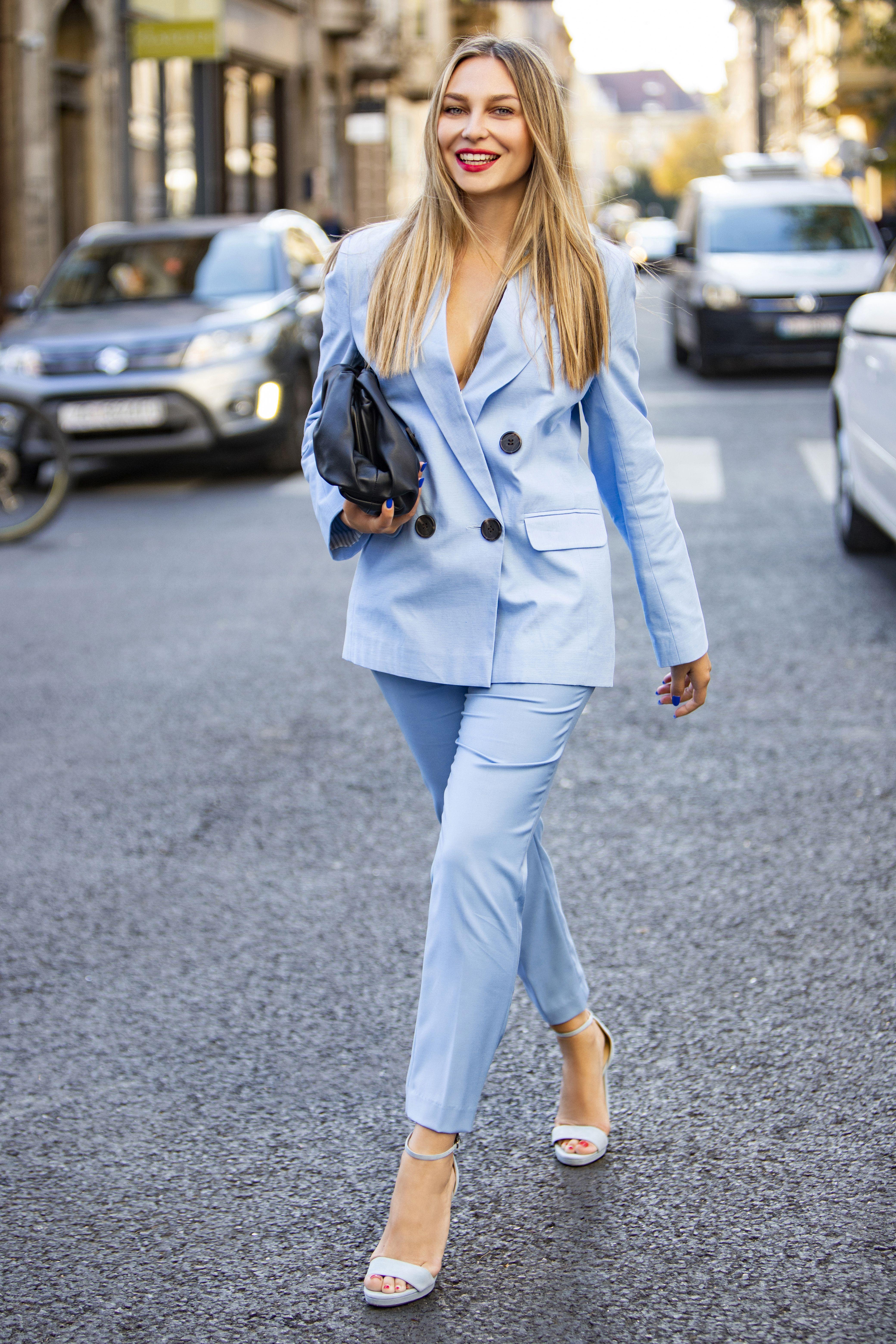 Blogerica Sonja Kovač nosi najpopularniju 'napuhnutu' torbu ove sezone