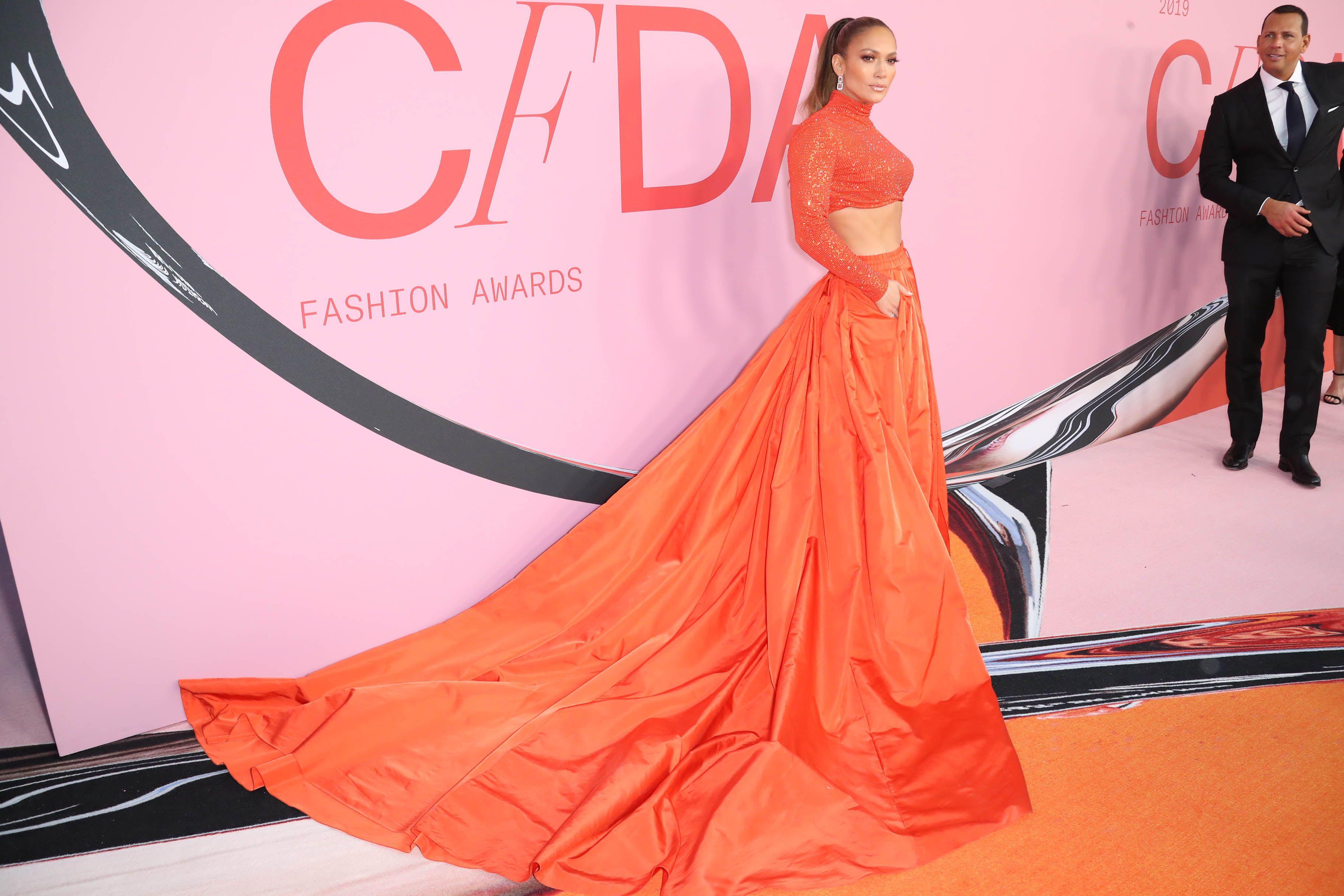 J.Lo dobila nagradu za modnu ikonu i pokazala zavidne trbušnjake!