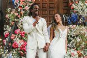 Vjenčanje u doba korone: Vjenčali se na stubištu zgrade putem Zooma, uzvanici plesali na ulici