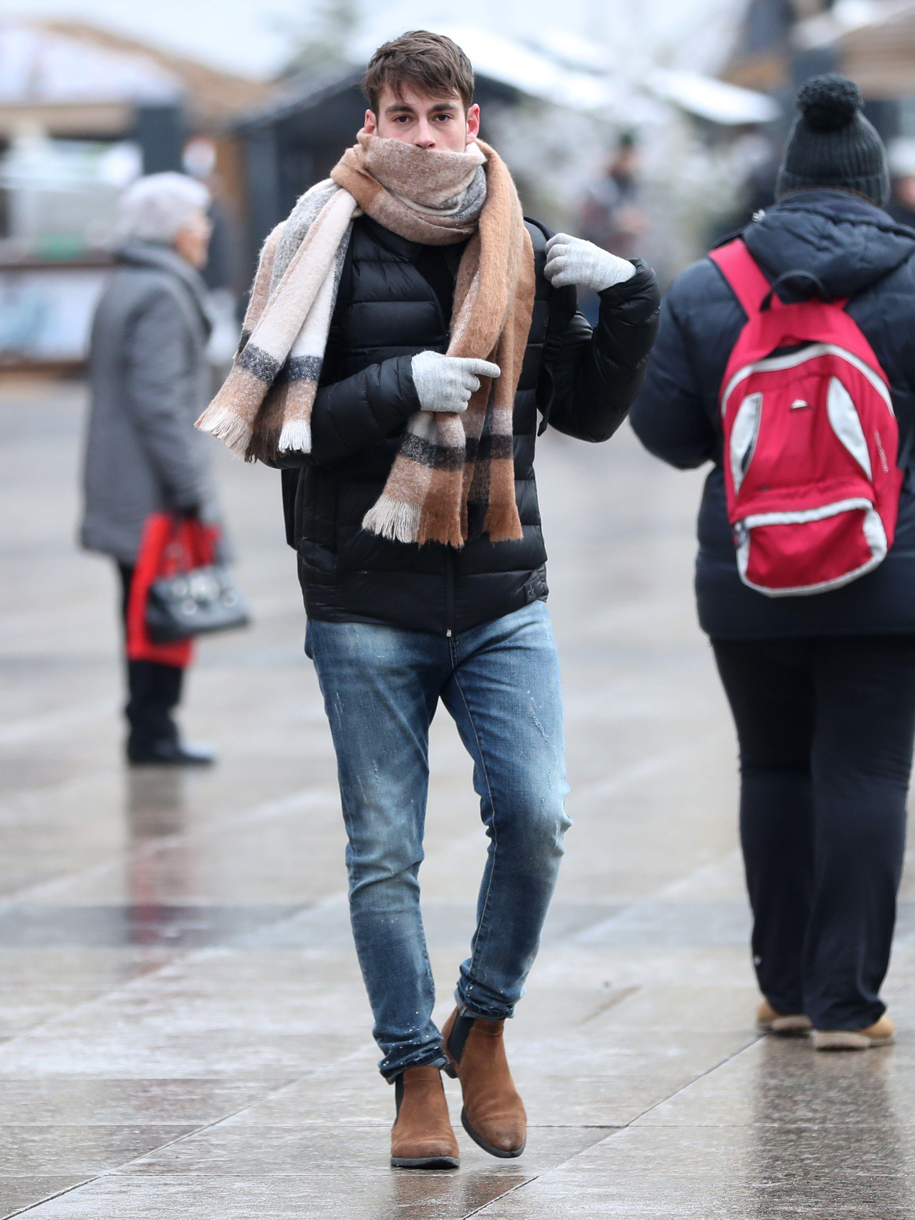 Čizme i predimenzionirani šal: Frajeri, kopirajte ovaj styling jer s njim sigurno nema zime
