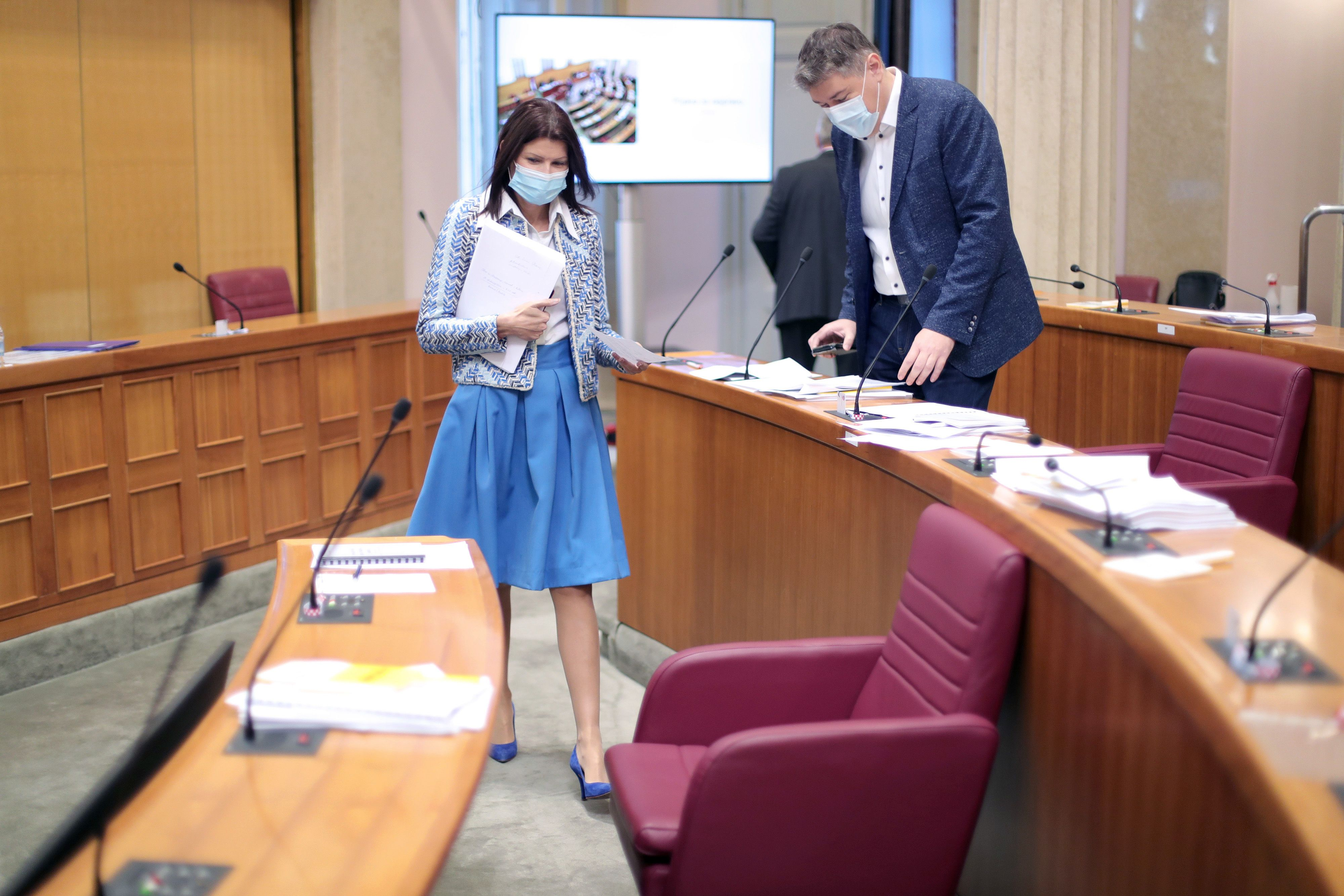 Sabina Glasovac odabrala plavu suknju i efektan sako, evo kako ovo jesensko izdanje komentira modna savjetnica